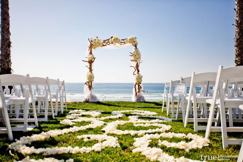 We Love The Refined Beachy And Influences Infused Into Cie Rob S Ceremony To Top It Off Weather That Day At Scripps Seaside Forum